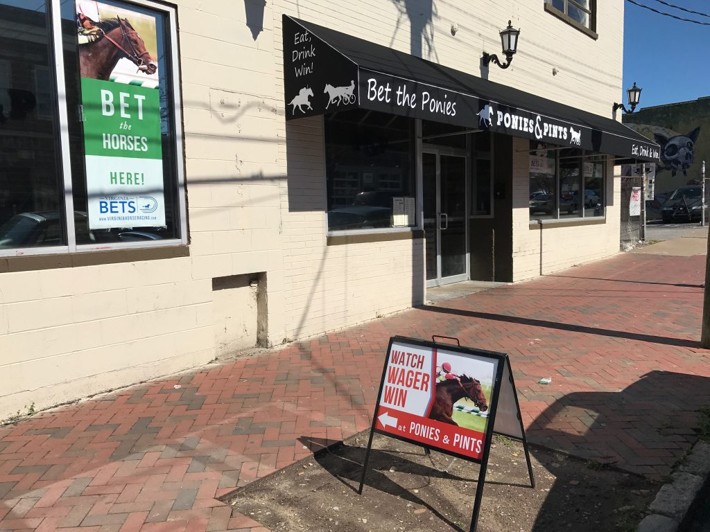 There will be a free handicapping seminar Saturday April 8th at 11 AM at the Ponies & Pints OTB at 110 N. 18th Street in downtown Richmond.